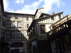 Stroll through Medieval architecture